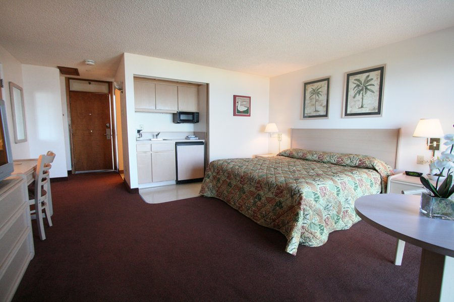 Luxury hotel room newport oregon the whaler motel for Balcony features